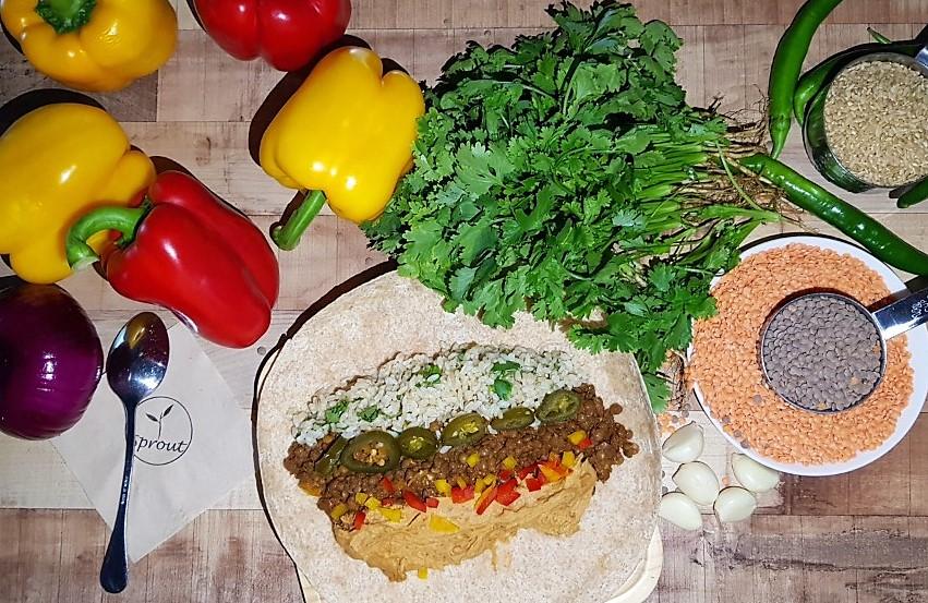 멕시칸 부리토(통밀 토르티야, 병아리콩 후무스, 후추, 적양파, 렌틸콩으로 만든 고기) Mexican Burrito Whole wheat tortilla, chipotle hummus, peppers, red onions, lentil meat.