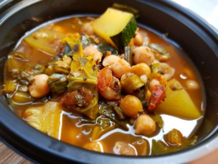 Tomato Basil Chickpea Stew Made with zucchini, mixed leafy greens, onions, tomatoes and garlic. 애호박, 잎채소, 양파, 토마토, 마늘이 들어간 토마토 바질-병아리콩 스튜 (항산화제요소, 고단백, 식이섬유 함유)