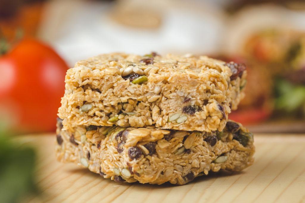 Peanut Butter Oat Protein Bar with Raisins or Choc Chips / 초콜릿 칩-피넛버터 오트 프로틴 바 초콜릿 칩이 들어간 피넛버터 오트 프로틴 바
