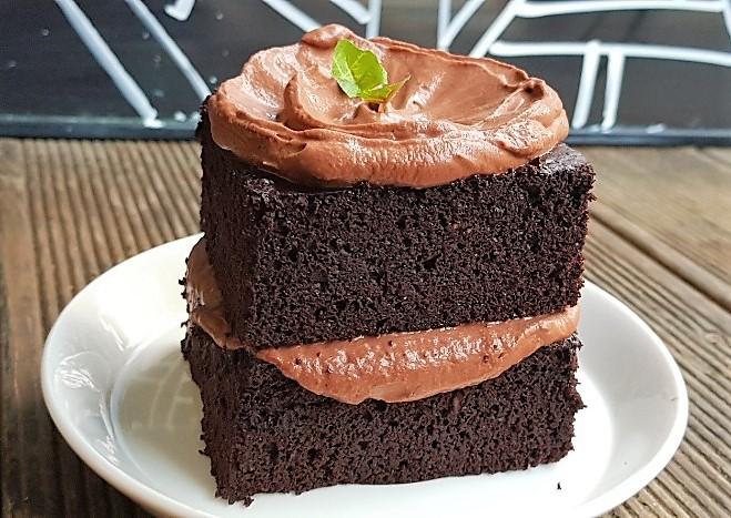 Peppermint Chocolate Cake with Chocolate Mint Whipped Cream Frosting 페퍼민트 초콜릿 케이크 초콜릿 민트 휩크림 프로스팅을 올린 페퍼민트 초콜릿 케이크 (항산화제요소, 비타민, 미네랄 요소 함유)