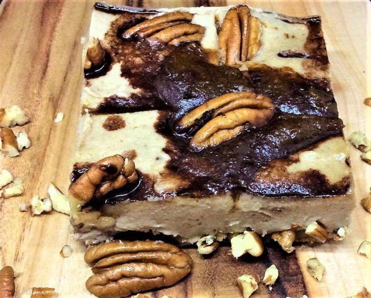 Raw Turtles Cheesecake With caramel, chocolate, pecan. 생 터틀 치즈케이크 카라멜 소스를 뿌린 초콜릿 치즈 케이크 위에 초콜렛 칩, 피칸을 얹은 생 터틀 초콜릿 치즈케이크