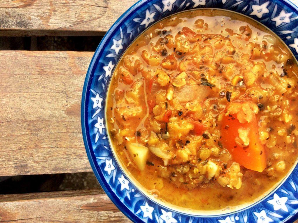 Italian Vegetable Stew with Oregano, Basil and Parsley. 이탈리안 야채 스튜 오레가노, 바질, 파슬리를 곁들인 이탈리아식 야채 스튜