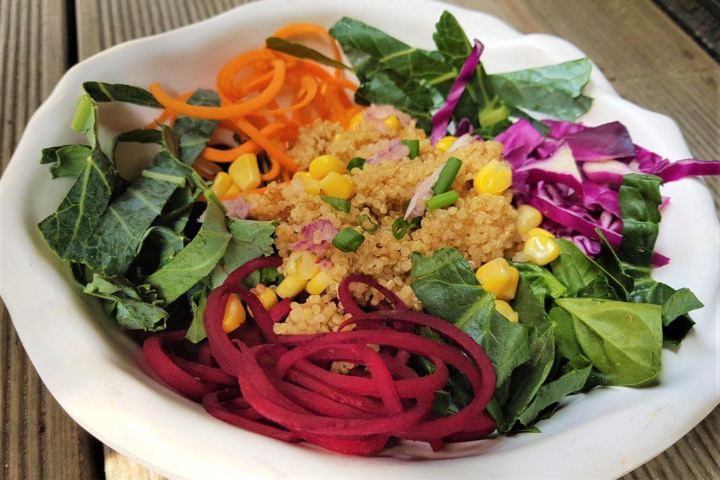 Rainbow Bowl 레인보우 볼 잎채소, 퀴노아, 비트, 당근, 적양배추, 옥수수, 파, 마늘 타히니 소스로 이루어진 샐러드 볼 - 무지개 색으로 가득한 식사를 즐겨보세요! (저칼로리, 고단백, 항산화제요소 함유)